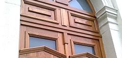 Čím natřít venkovní dveře, vrata, plot