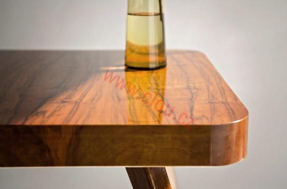 Šelakové výrobky se uplatňují při opravách starožitností, při výrobě replik starožitností, ale také při výrobě nového nábytku a hudebních nástrojů.